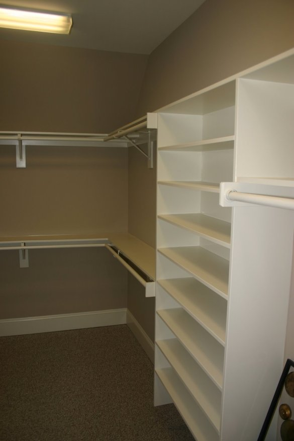 building wood shelves in a closet quick woodworking projects. Black Bedroom Furniture Sets. Home Design Ideas